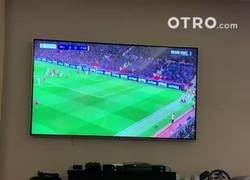 Enlace a Neymar se olvidó de su lesión mientras veía el United-PSG