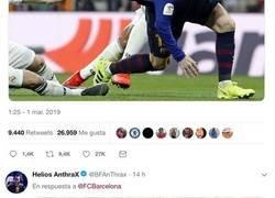 Enlace a Menuda sacada el twitter del Barça con la famosa foto de Modric agarrando a Messi de la camiseta