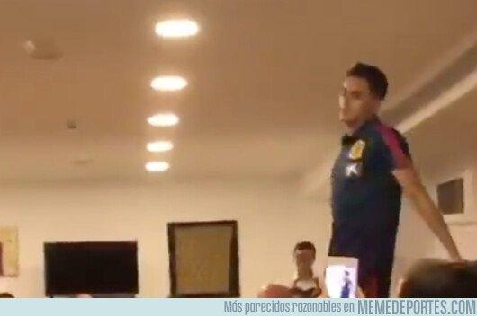1068986 - Reguilón lo peta mucho en la novatada de su primera convocatoria con la selección sub-21