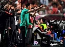 Enlace a Cristiano fue pillado nuevamente haciendo de entrenador tras salir lesionado