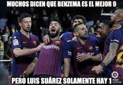 Enlace a Luis Suárez salva al Barça