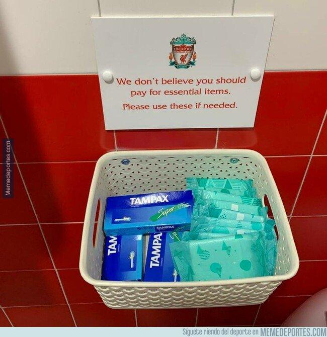 1071072 - El gran gesto del Liverpool para sus aficionadas en el estadio