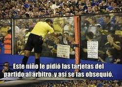 Enlace a Un mágico gesto muy poco común en el fútbol. Sucedió ayer en la Copa Libertadores.