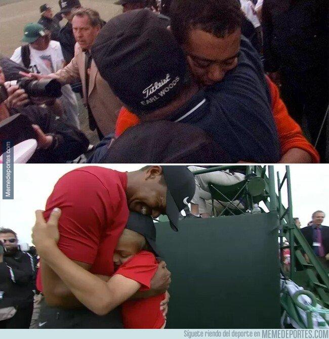 1071496 - Tiger Woods celebrando su primer Grand Master en 1997 con su padre, y el quinto en 2019 con su hijo