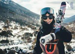 Enlace a La esquiadora que vuela desnuda y lucha contra la censura: