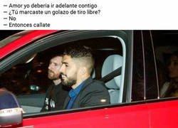 Enlace a Hay prioridad en el coche de Suárez