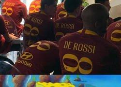 Enlace a De Rossi fue homenajeado a lo Iniesta