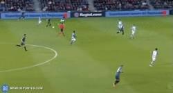 Enlace a La espectacular última carrera de De Jong en el Ajax y penalti