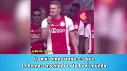 Enlace a Tremendo discurso de Matthijs De Ligt en la celebración de la Eredivisie con el Ajax, con recuerdo a Johan Cruyff incluido. Demuestra un liderazgo increíble, pese a solo tener 19 años