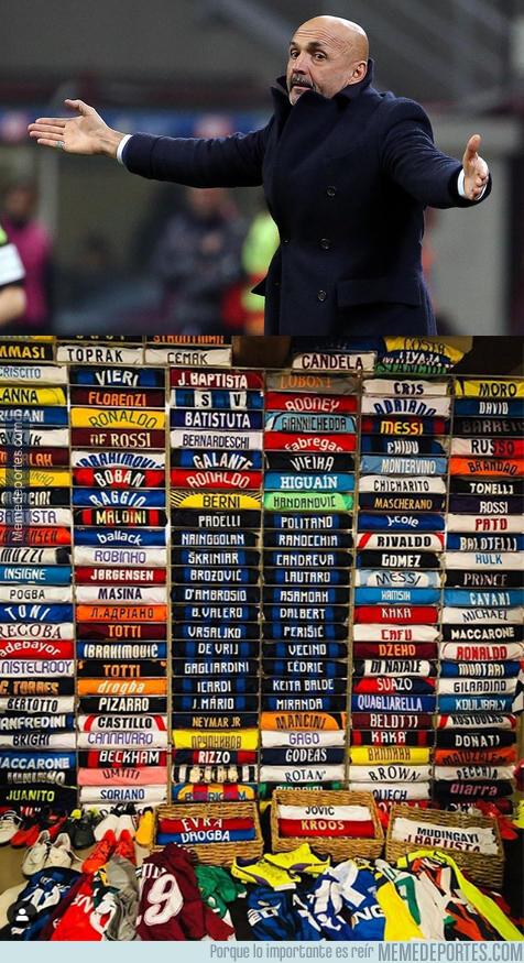 1076364 - La increíble colección de camisetas que tiene Spalletti en su casa