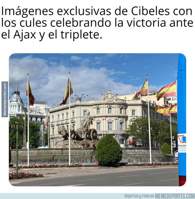 1076717 - Los aficionados del Barcelona cumplen la promesa