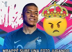 Enlace a Mbappé sube una foto jugando con un equipo que a los madridistas no les va a gustar un pelo