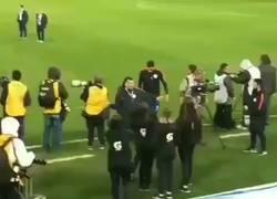 Enlace a Medel se fue en mitad de insultos del estadio. Así respondió