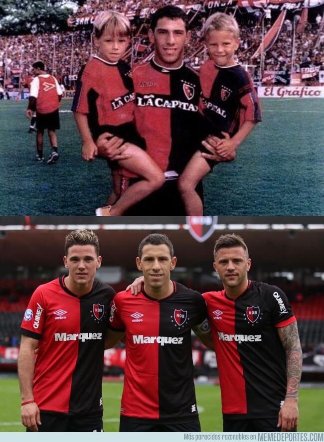 1082252 - Maxi Rodríguez y sus sobrinos cuando eran niños y ahora juegan con él en la primera Argentina con Newell's