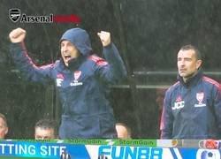 Enlace a La pasión con la que vive los partidos Unai Emery defendiendo totalmente a su equipo