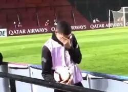 Enlace a La emoción de este recoge-pelotas y juvenil de Colón al ver a su equipo clasificarse a semifinales de la Copa Sudamericana
