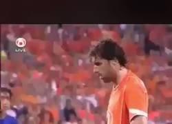 Enlace a Como cuando Van Nistelroy le celebró en la cara al tipo que se burló de él por fallar un penalti