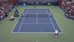 Enlace a La brutal forma que Gael Monfils decidió cerrar su partido con acrobacia y ganarlo en el US Open