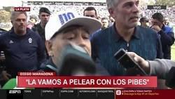 Enlace a Maradona, al borde del llanto, se acuerda de sus padres en su presentación en Gimnasia.