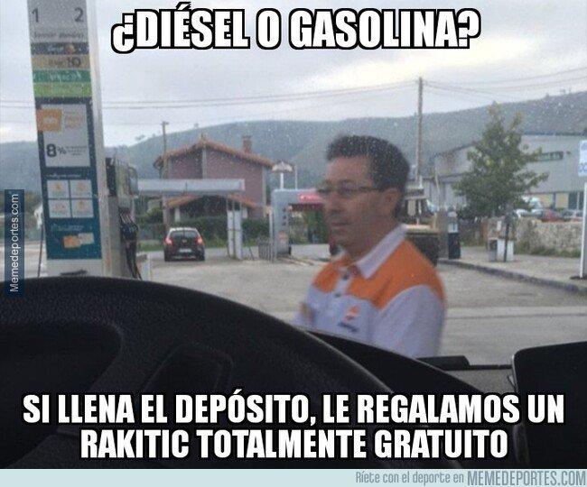 1088634 - Bartomeu se busca un sobresueldo en una gasolinera
