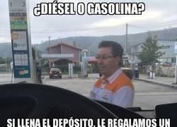 Enlace a Bartomeu se busca un sobresueldo en una gasolinera