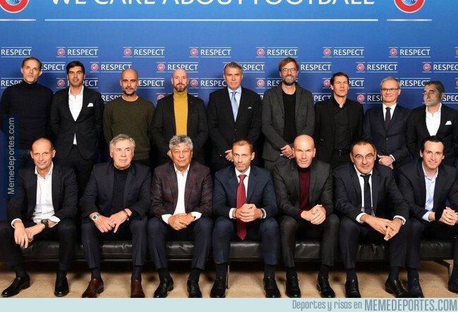 1090910 - Reunion de entrenadores Tops en Europa
