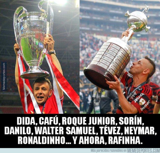 1091941 - Rafinha se une al selecto club de campeones de Champions y Libertadores