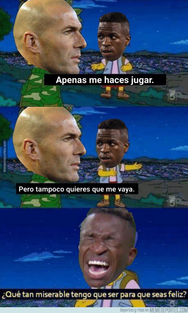 1092314 - Zidane con Vinicius ni come ni deja comer