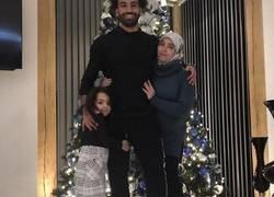 Enlace a Cada vez que Salah se empapa más de la cultura occidental...