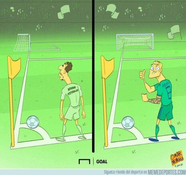 1095437 - Como ve un córner un jugador corriente vs como lo ve Toni Kroos, por @goalglobal
