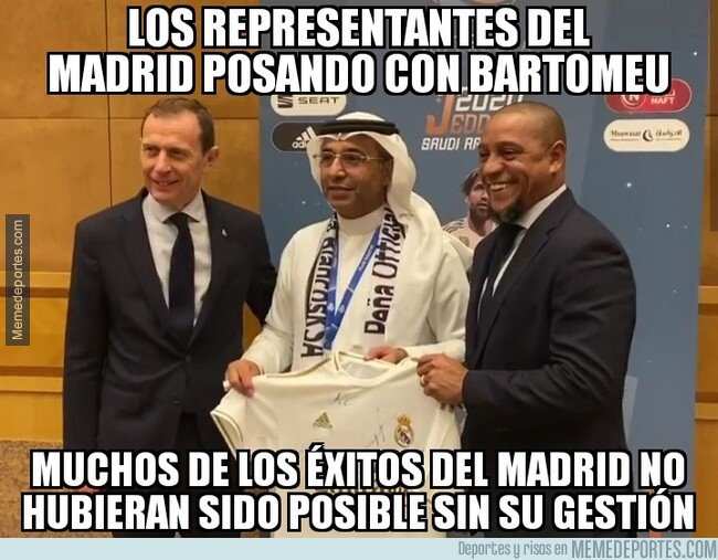 1095860 - Butragueño y Roberto Carlos fotografiándose con el artífice de tanto éxito blanco