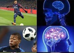 Enlace a Neymar y Mbappé reinventan la manera de pegarle al balón
