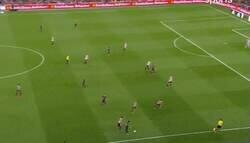 Enlace a Hace 5 años Leo Messi salió de paseo por el Camp Nou en una final contra el Athletic.