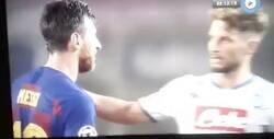 Enlace a Brutal: El gesto de Messi con Manolas cuando le fue a saludar al finalizar el partido