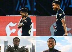 Enlace a Ansu Fati se esperó a marcar con la camiseta negra para dedicárselo al fallecido Black Panther, Chadwick Boseman