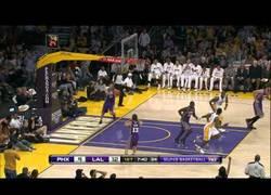 Enlace a ¡Increíble jugada de Kobe!