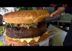 Enlace a 95 kilos de hamburguesa