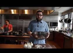 Enlace a Como pelar una cebolla un 10 segundos