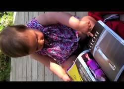 Enlace a Los niños de hoy en día creen que las revistas son táctiles como un iPad