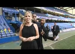 Enlace a Jugadores del Chelsea trolleando a la reportera