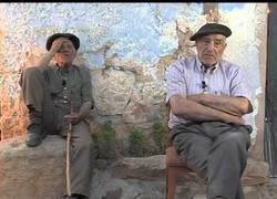 Enlace a Dos abuelos predicen la crisis en 2007
