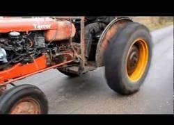Enlace a ¿Quién dijo que los tractores son lentos?
