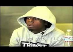 Enlace a Lil Wayne vacilando completamente a un abogado
