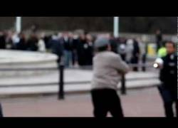 Enlace a Cuando un loco se quiere suicidar en medio de Londres