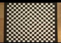 Enlace a La ilusión óptica del tablero deformado