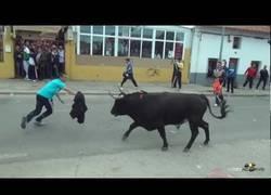 Enlace a Ponerse delante un toro en un encierro, estando completamente borracho, tiene un precio