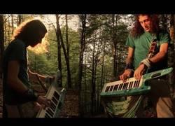 Enlace a Versión Rock del Canon de Pachelbel con una guitarra teclado en un entorno envidiable