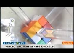 Enlace a Robot que resuelve un cubo de Rubik en menos de lo que lees este título