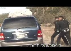 Enlace a Brutalidad policial y abuso de autoridad contra una familia en Estados Unidos