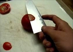 Enlace a En mi vida he visto un cuchillo tan increíblemente bien afilado
